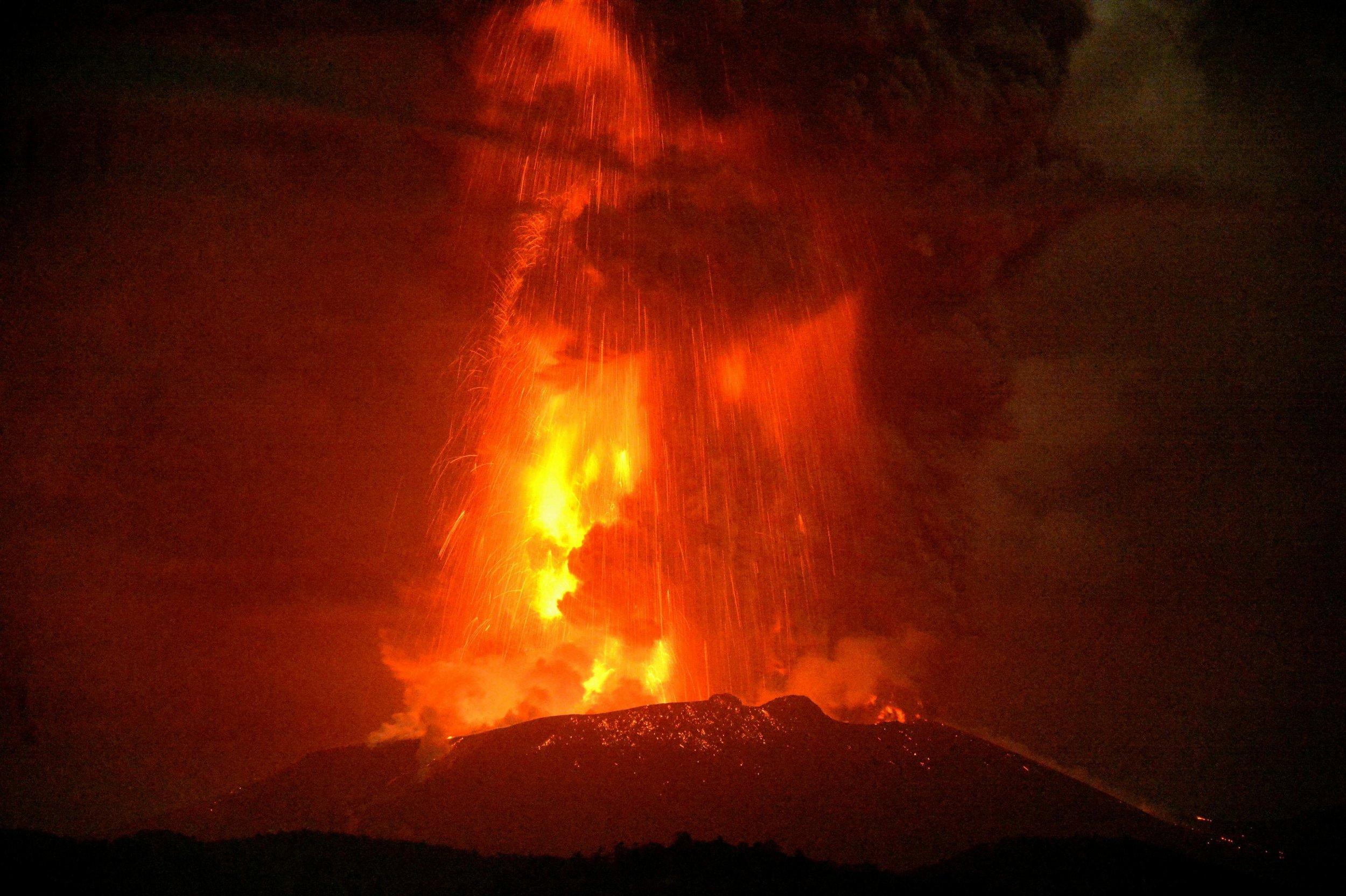 04_06_shinmoedake_volcano_japan