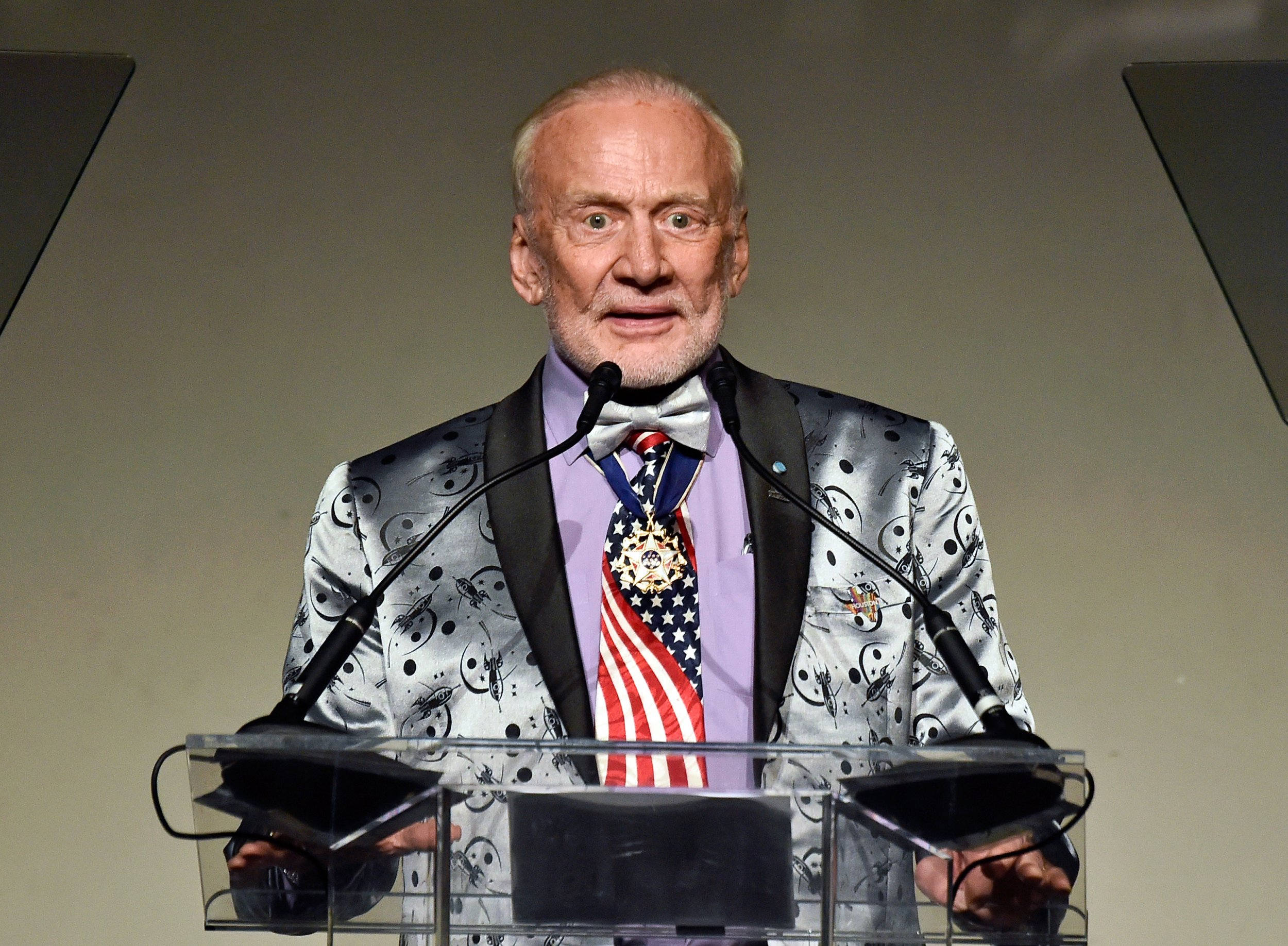 Did Buzz Aldrin Really See UFO in Space, Pass Lie Detector Test?