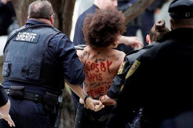 04_09_Cosby_Femen