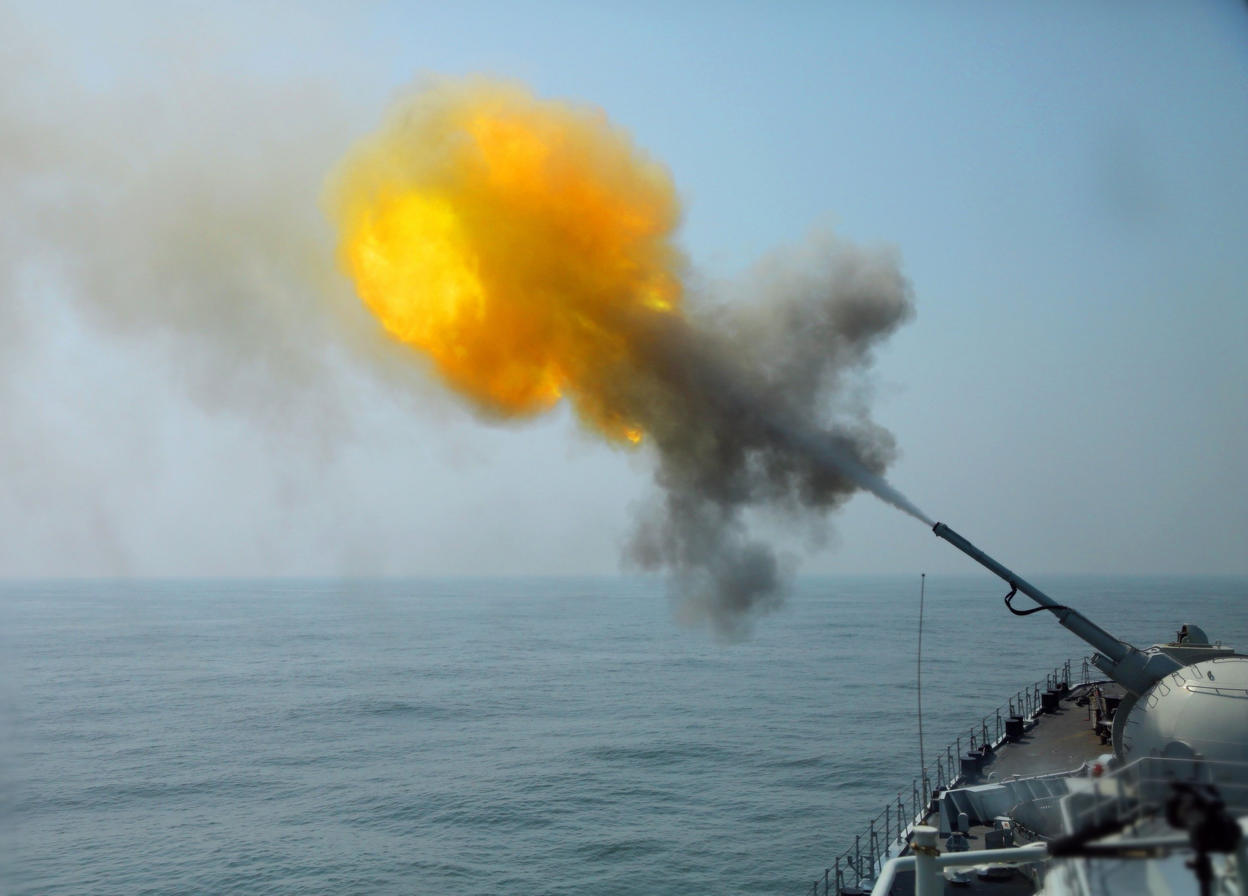 ChinaNavyDestroyerFiring2