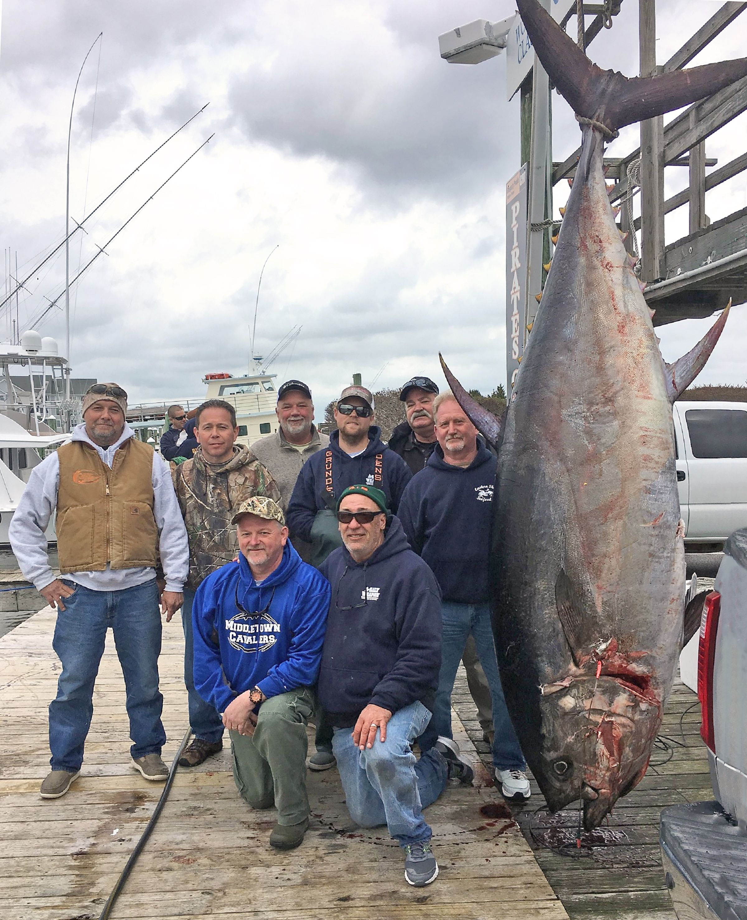 Retired army general s 877 pound bluefin tuna smashes for Tuna fishing north carolina