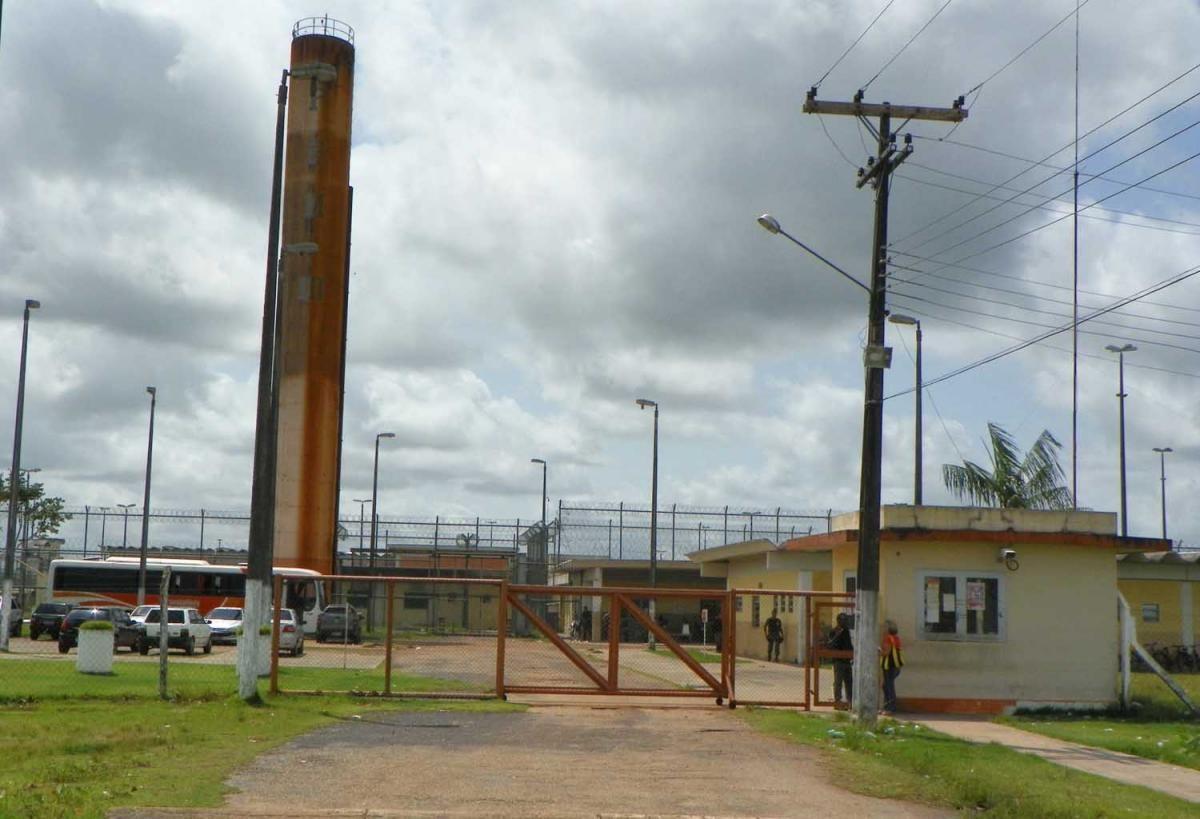 04_11_Brazil_prison