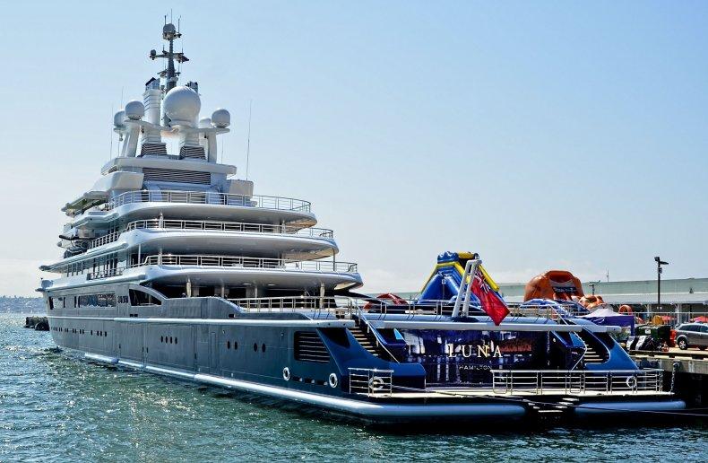 Mega_Yacht_LUNA_-_Roman_Abramovich_-_San_Diego_Harbor_(9290555316)