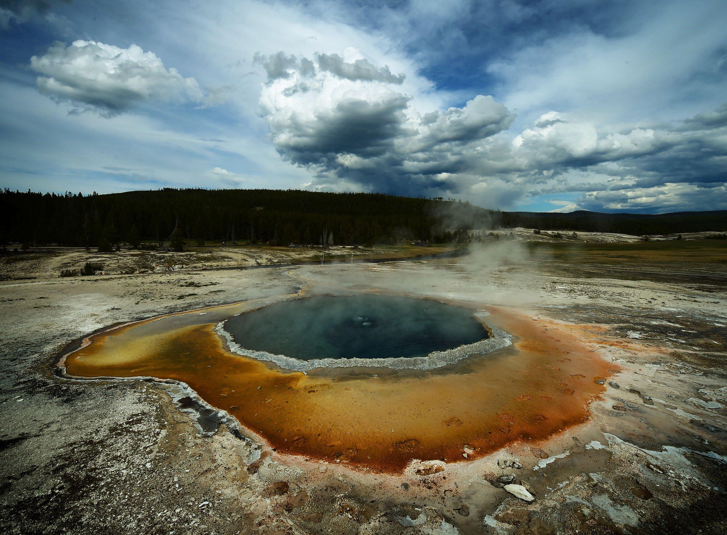 4_17_Yellowstone Geyser