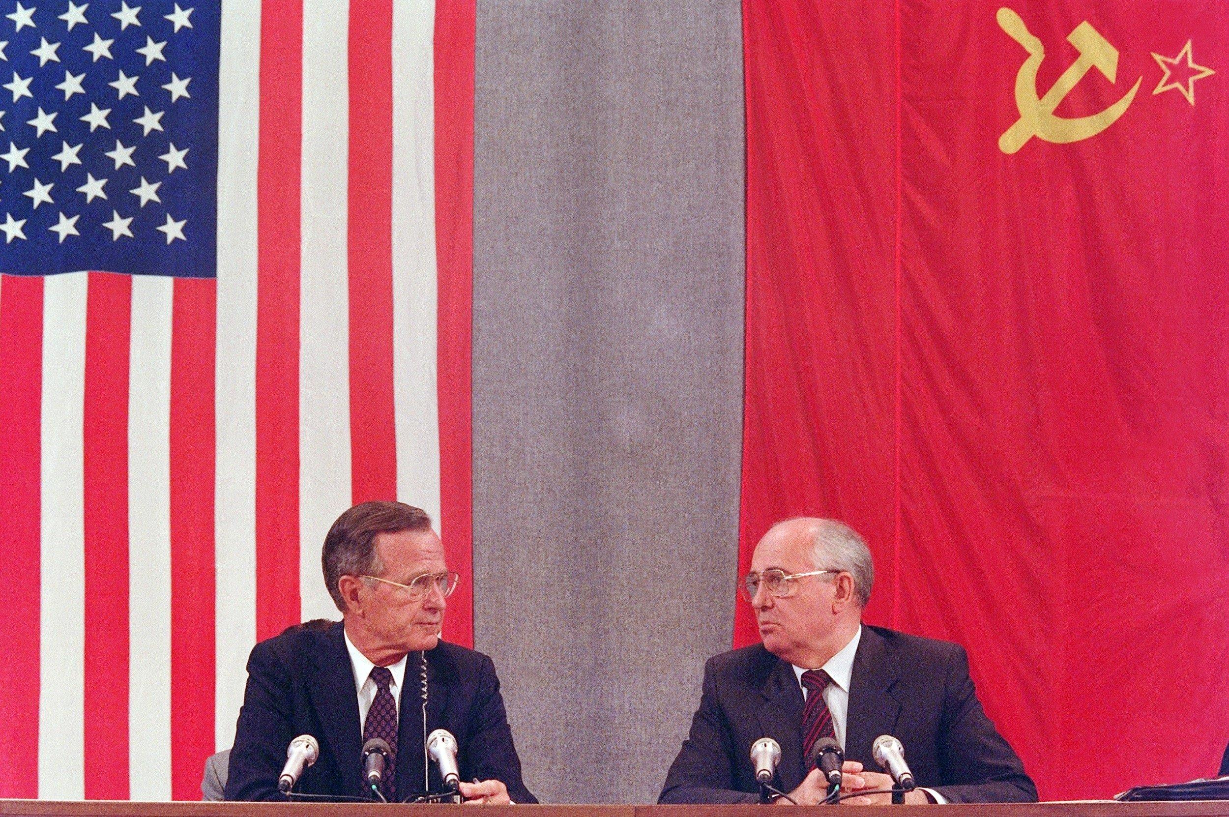 Bush Gorbachev