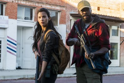 Fear The Walking Dead 4x02 Strand and Lucy