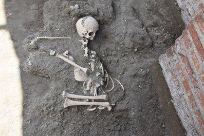 4_25_Child Skeleton Pompeii