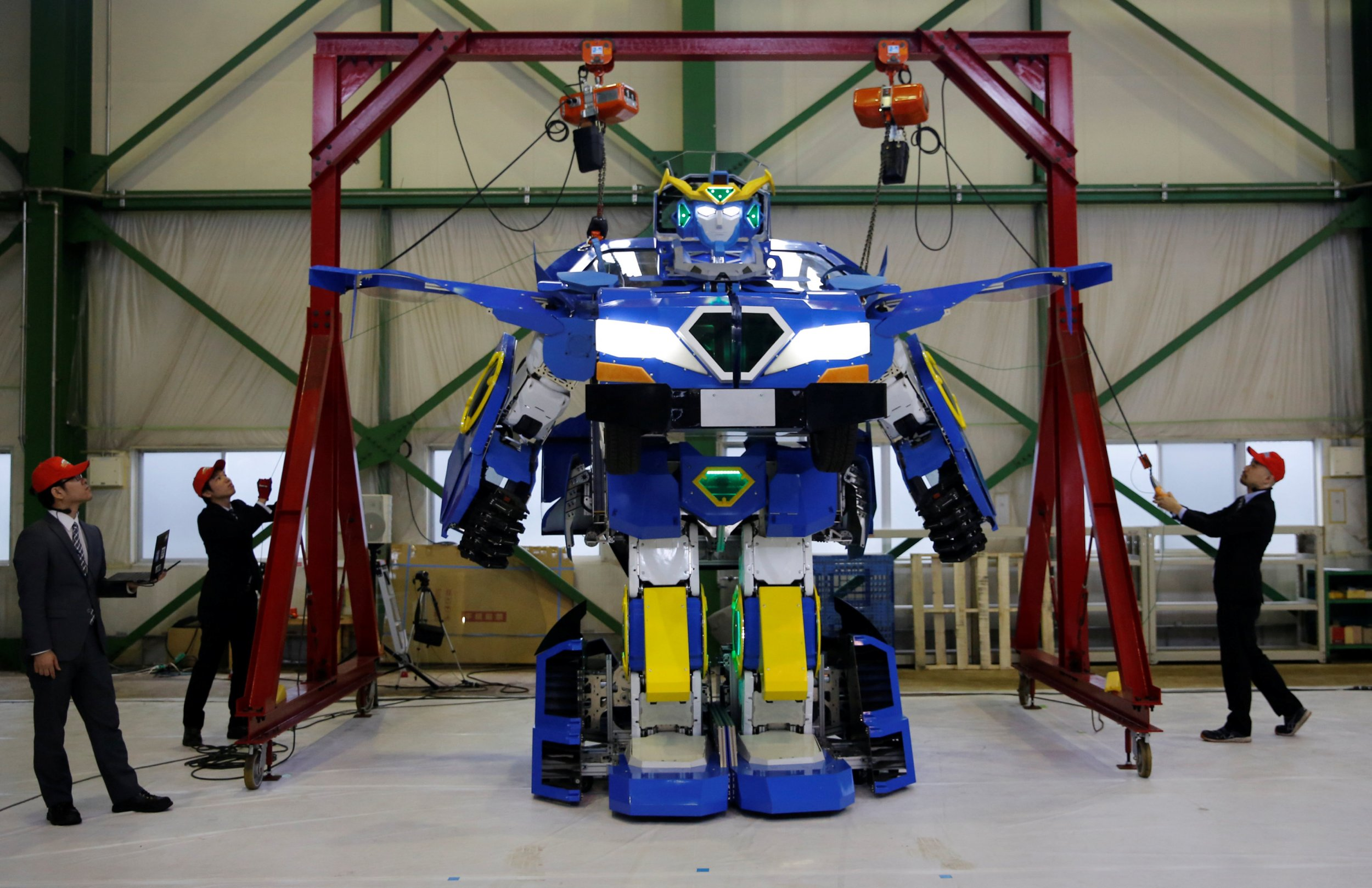 Green Car Reports >> Real-Life Transformer: Engineers Create Humanoid Robot that Transforms Into Car In One Minute