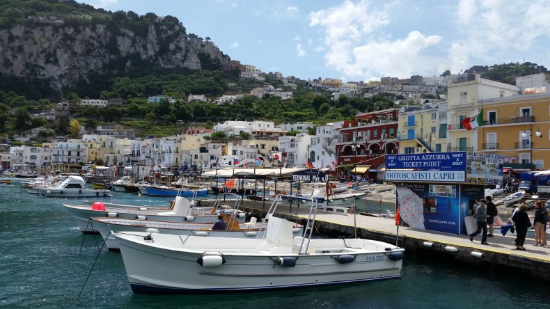05_03_Capri_harbor