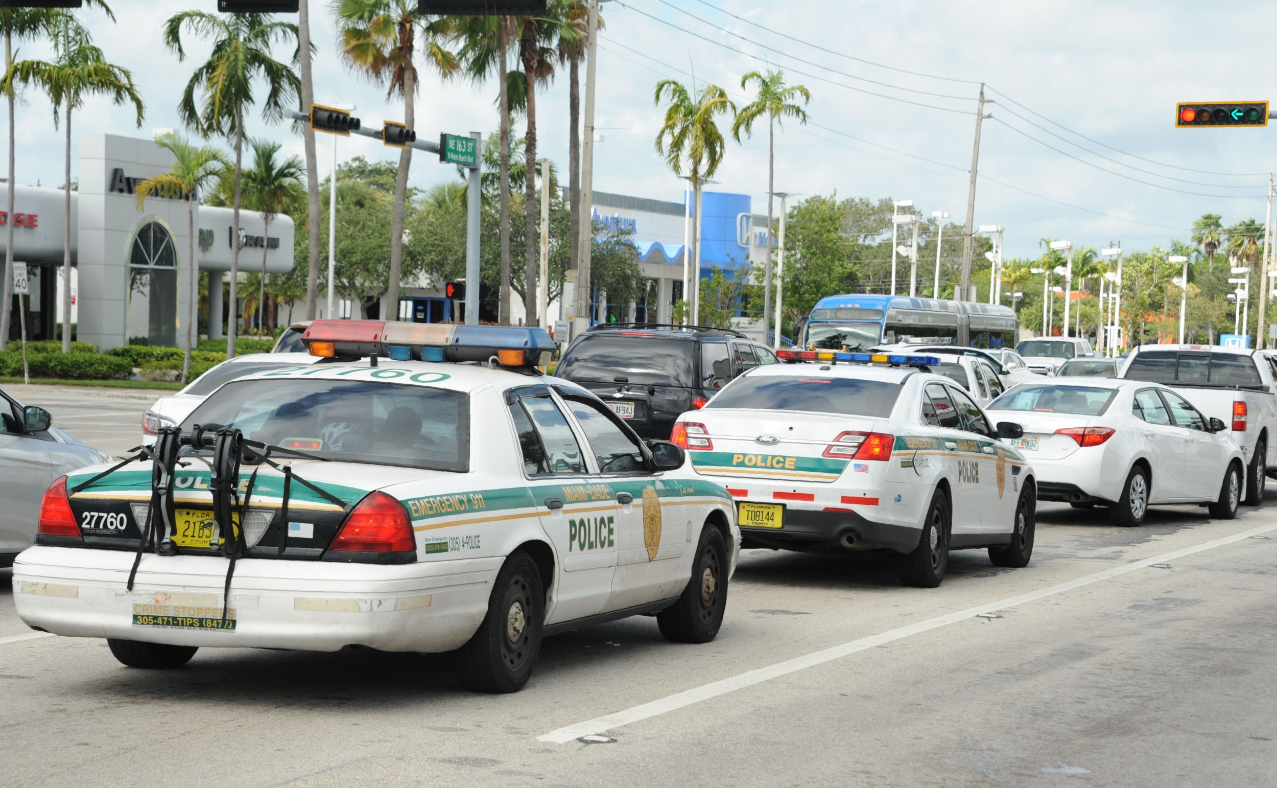 Miami commissioner doubts officer will face charges for trying to kick suspect