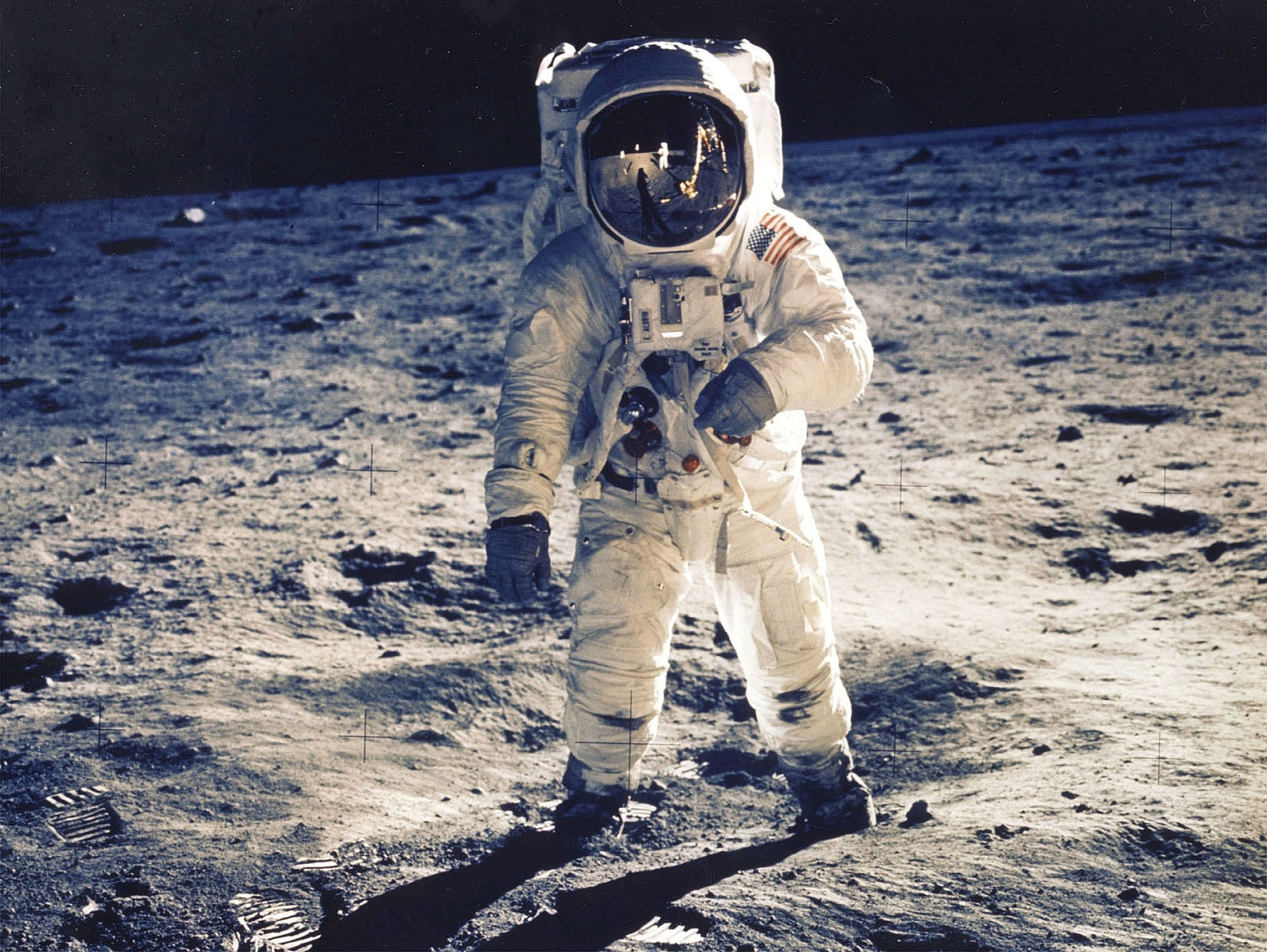 05_08_moon_astronaut_dust