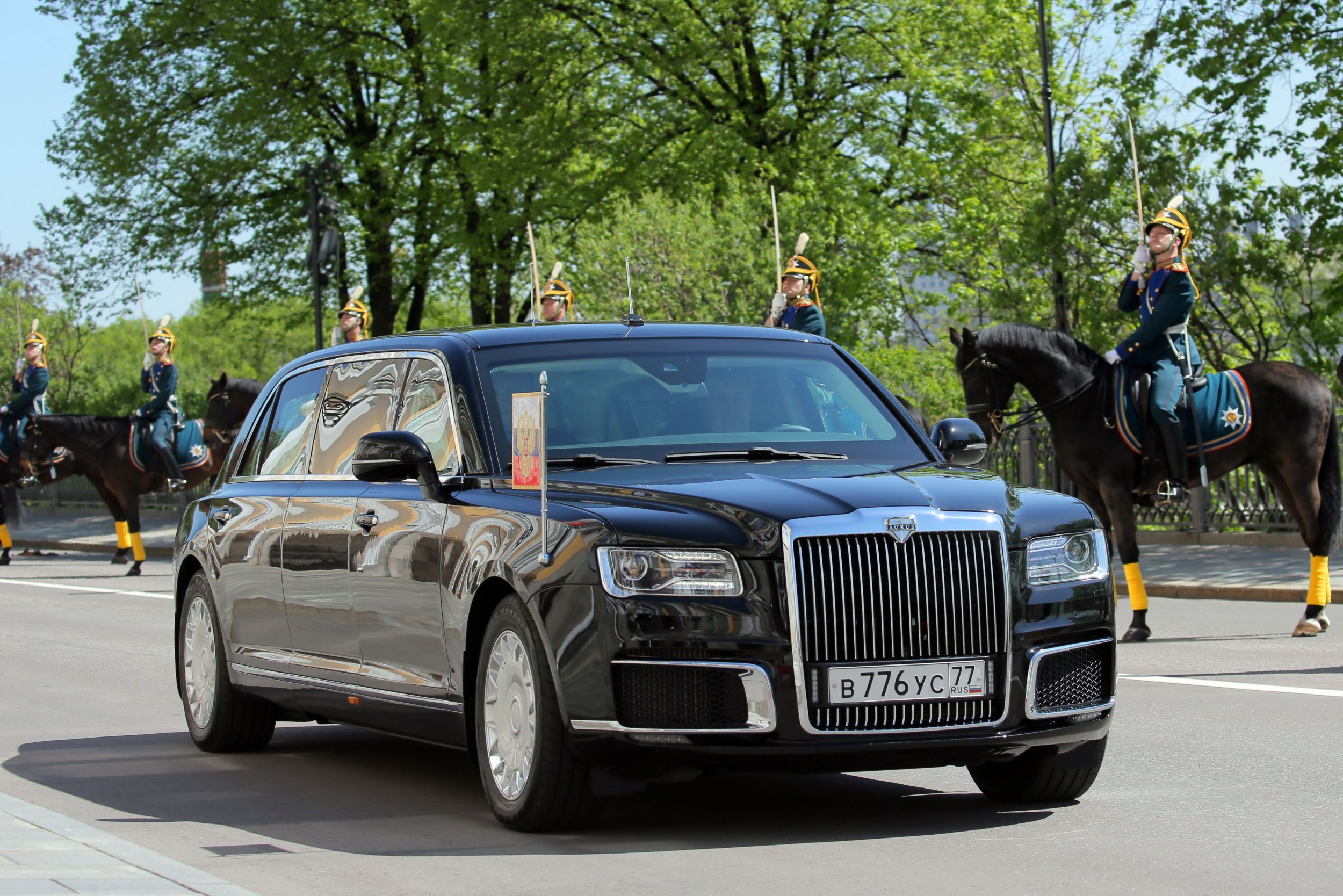 Vladimir Putin S New Bulletproof Limo Fleet Cost 192 Million And