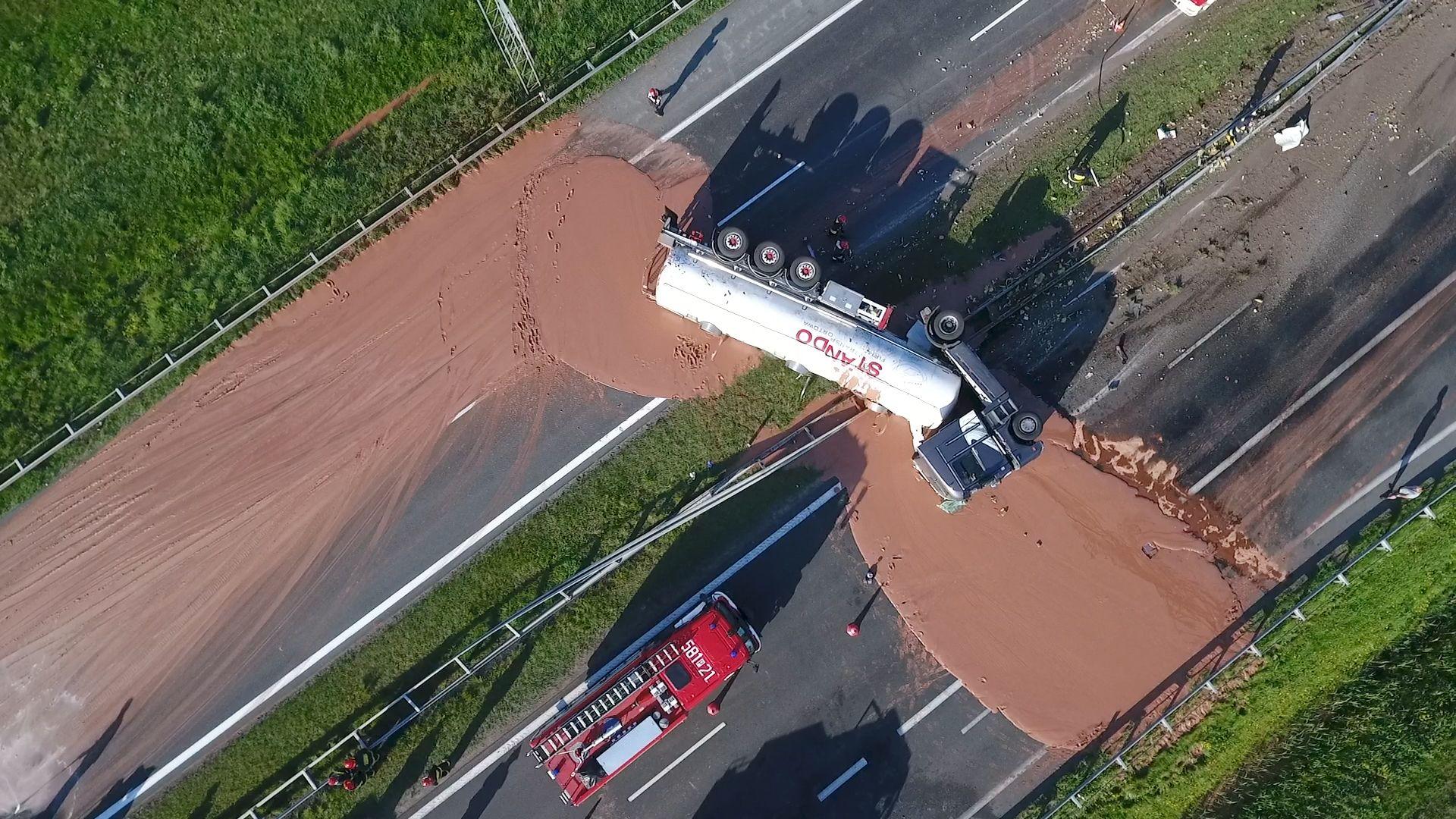 05_09_Poland_chocolate_spill