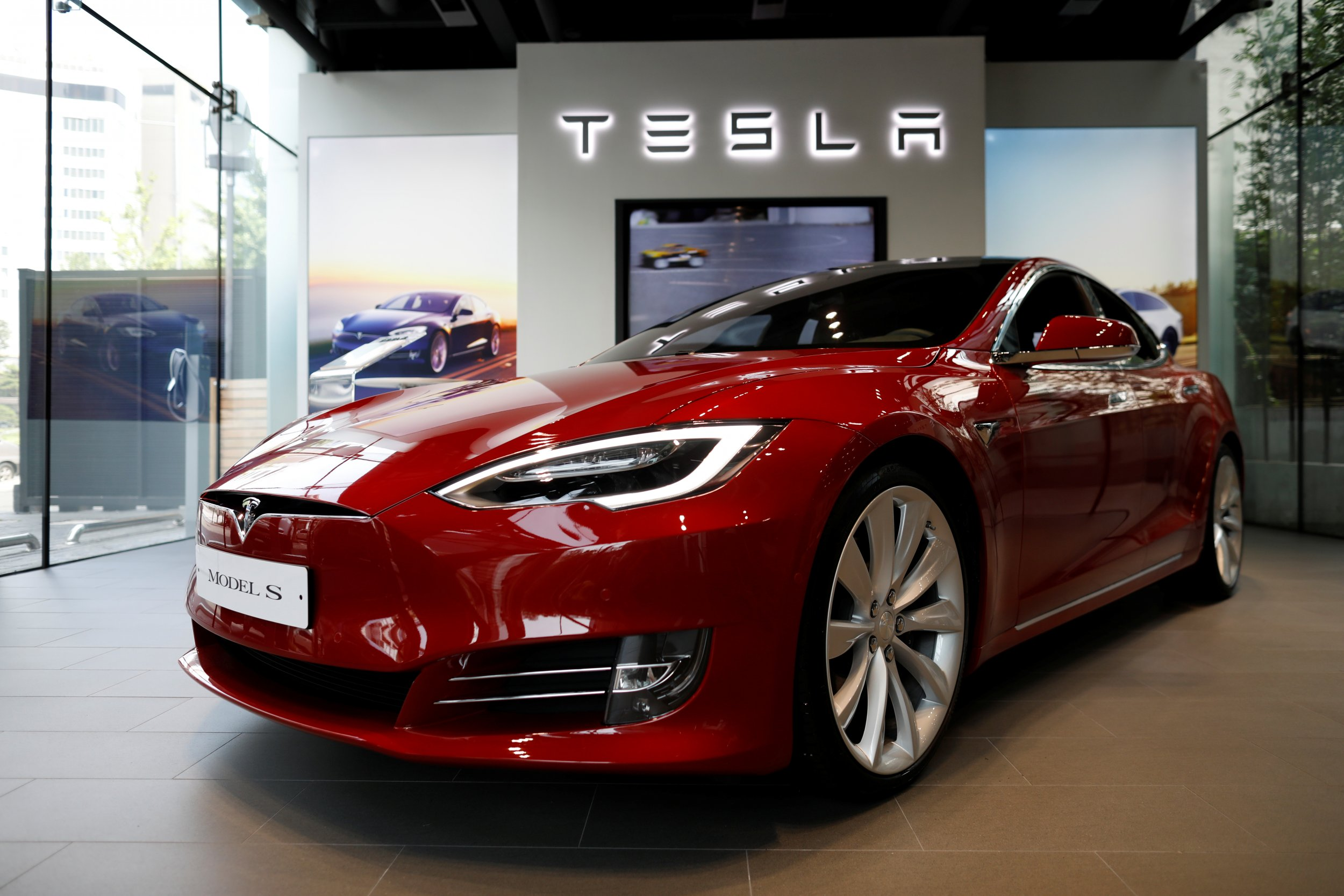 tesla model s crash that killed two teens in florida is under investigation. Black Bedroom Furniture Sets. Home Design Ideas