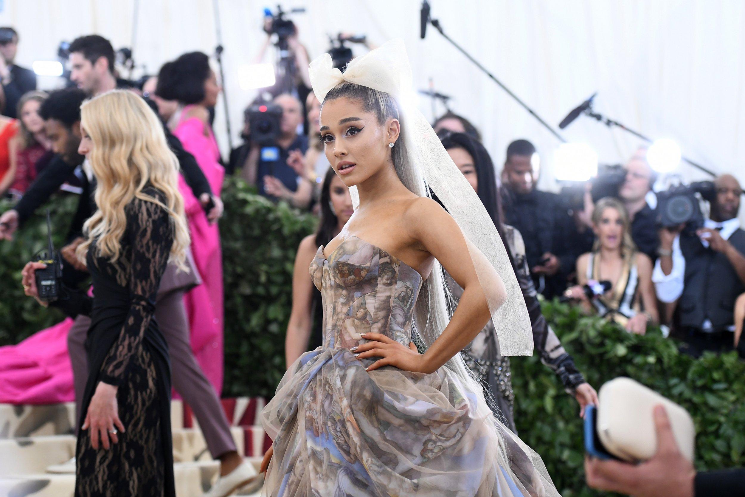 b0fe96f827d Singer Ariana Grande broke her silence on break up with rapper Mac Miller.  Here