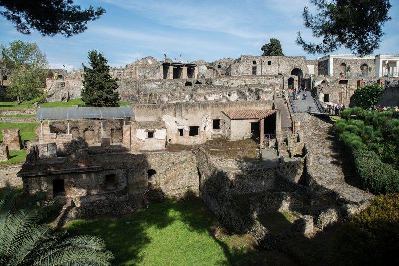 05_11_Pompeii