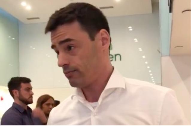 White man threatens to call ICE on Spanish speaking women