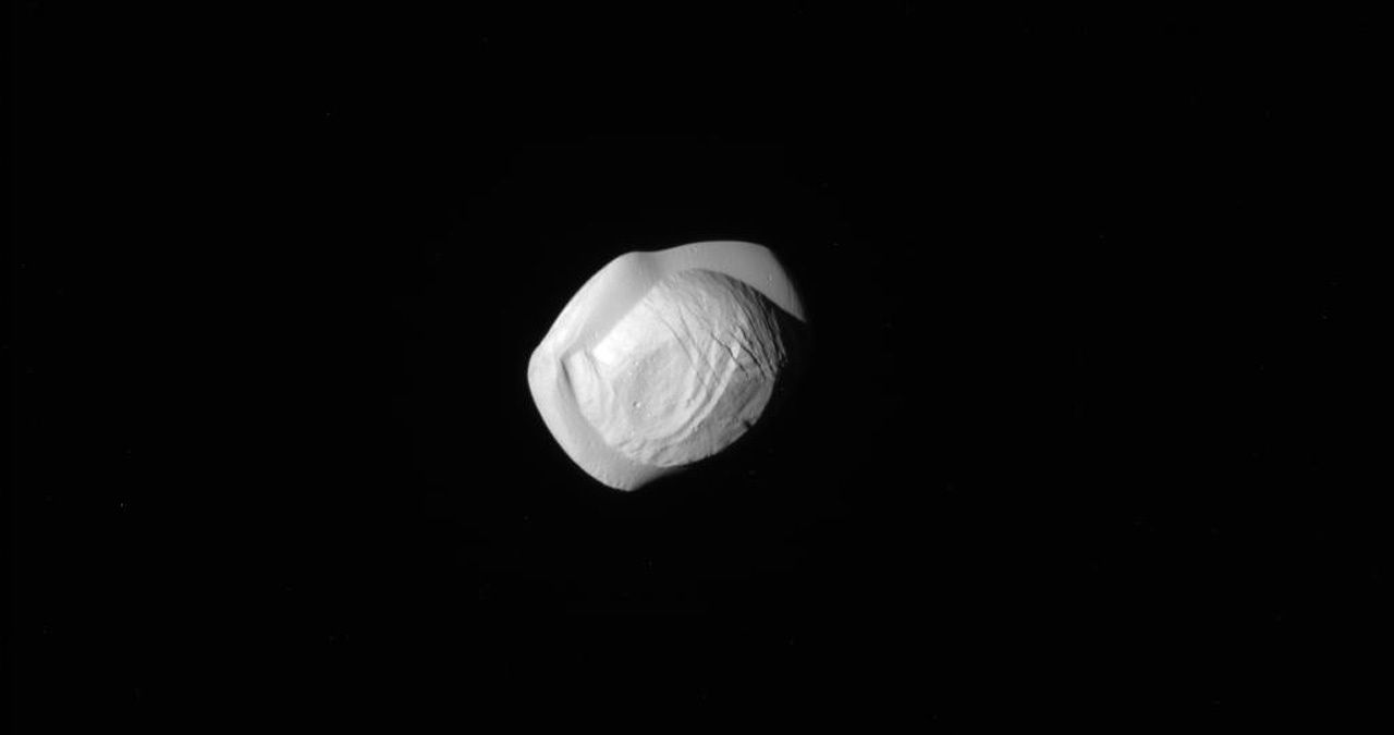 05_21_pan_saturn_moon
