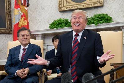 05_23_Trump_Moon