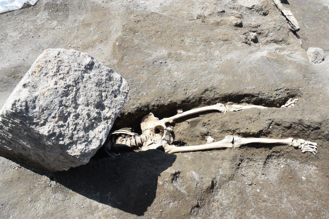 5_29_Pompeii skeleton_02