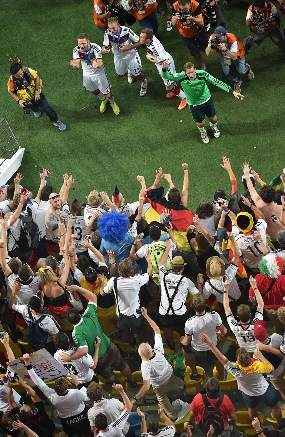 FE_WorldCup_01_452113476