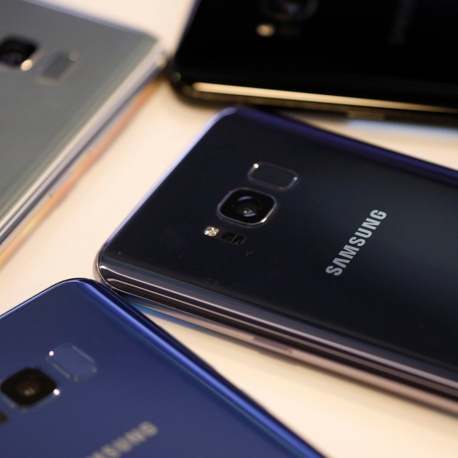 Samsung Phone 'Bursts into Flames' While Woman Driving, Destroying Car