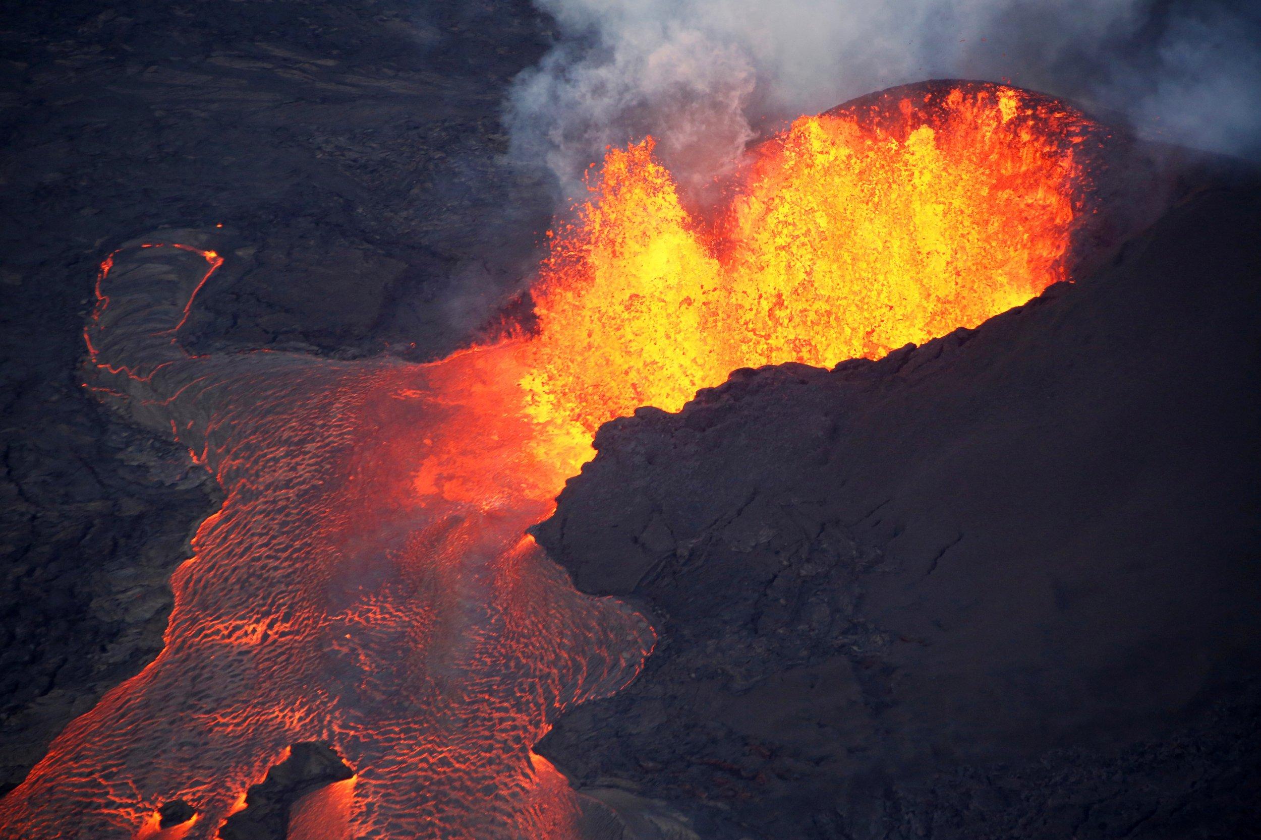 06_11_kilauea_volcanic_activity