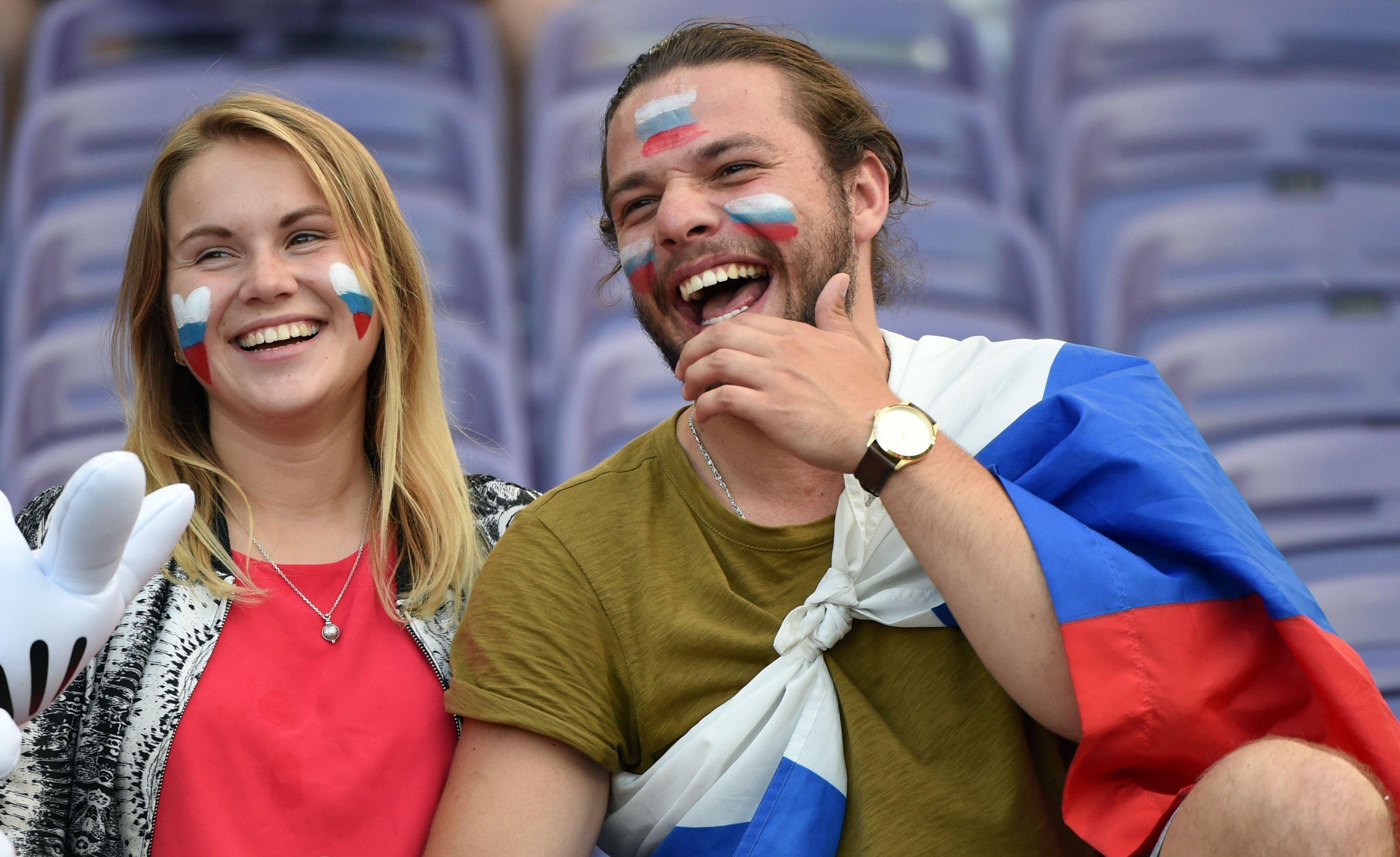 06_12_Russia_fans