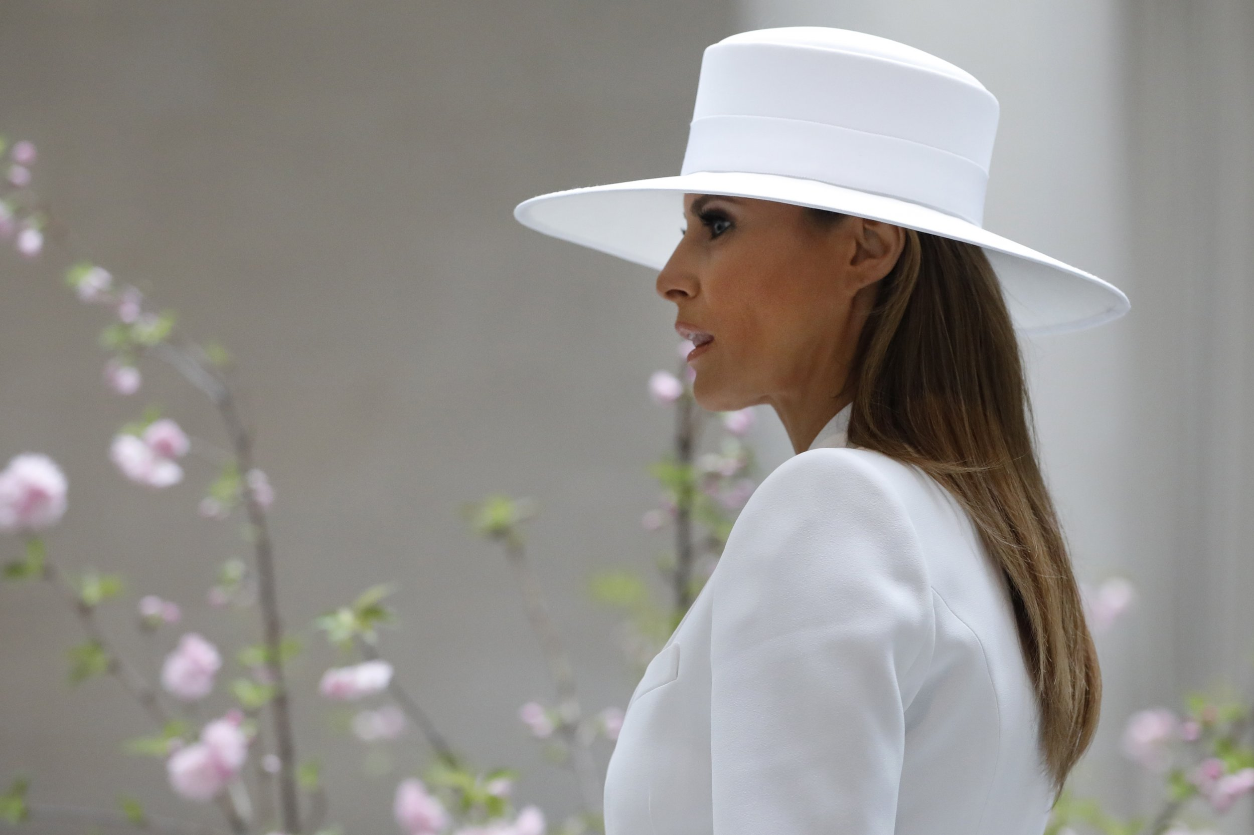 8ed830bbe84 06 13 18 MelaniaSecondYear First lady Melania Trump tours the National  Gallery of Art ...