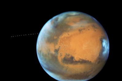 nasa-hubble-martian-moon-orbiting-mars
