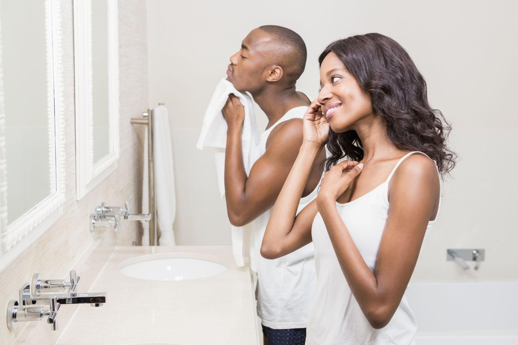 couple-mirror-stock