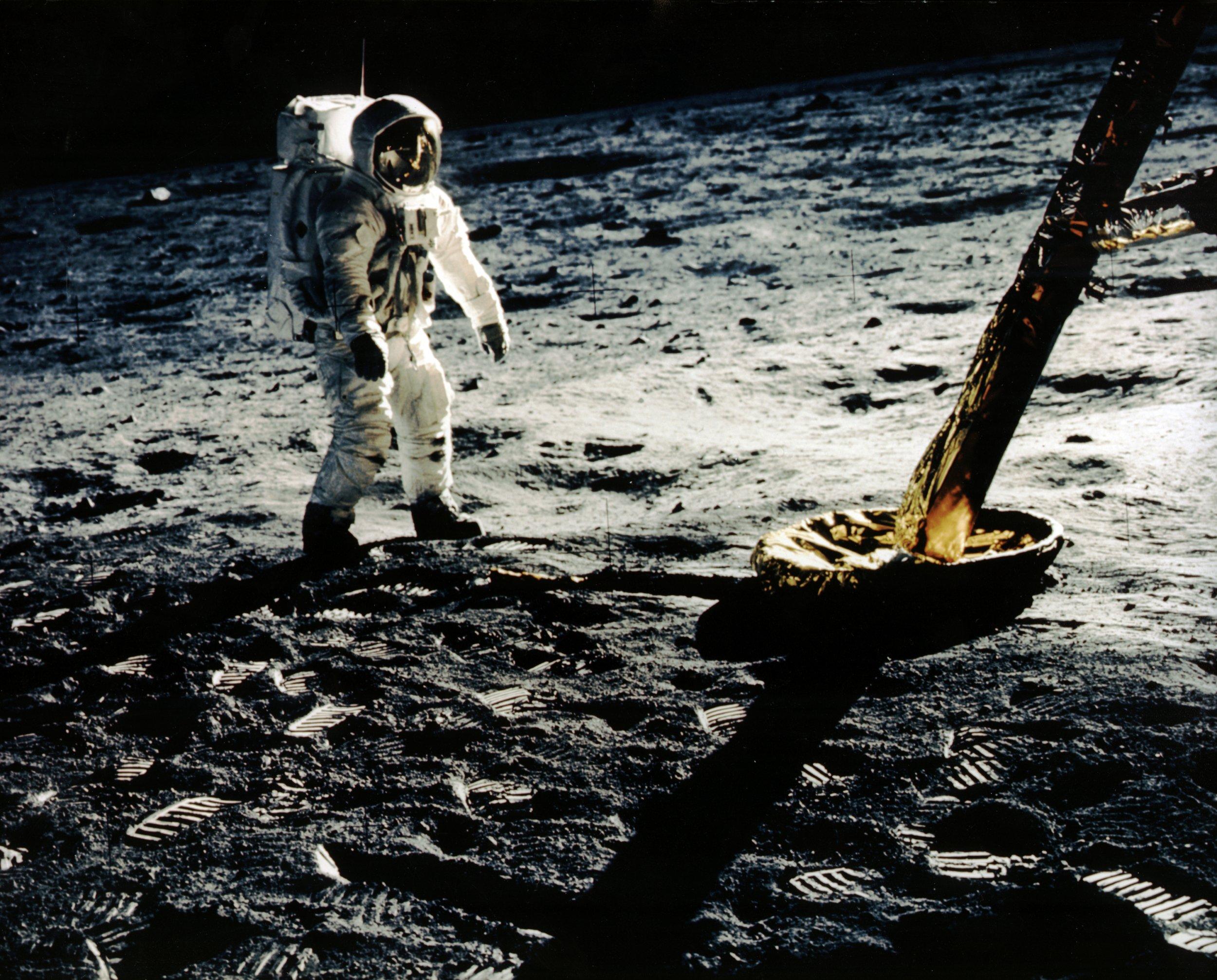 6_26_Moon landing