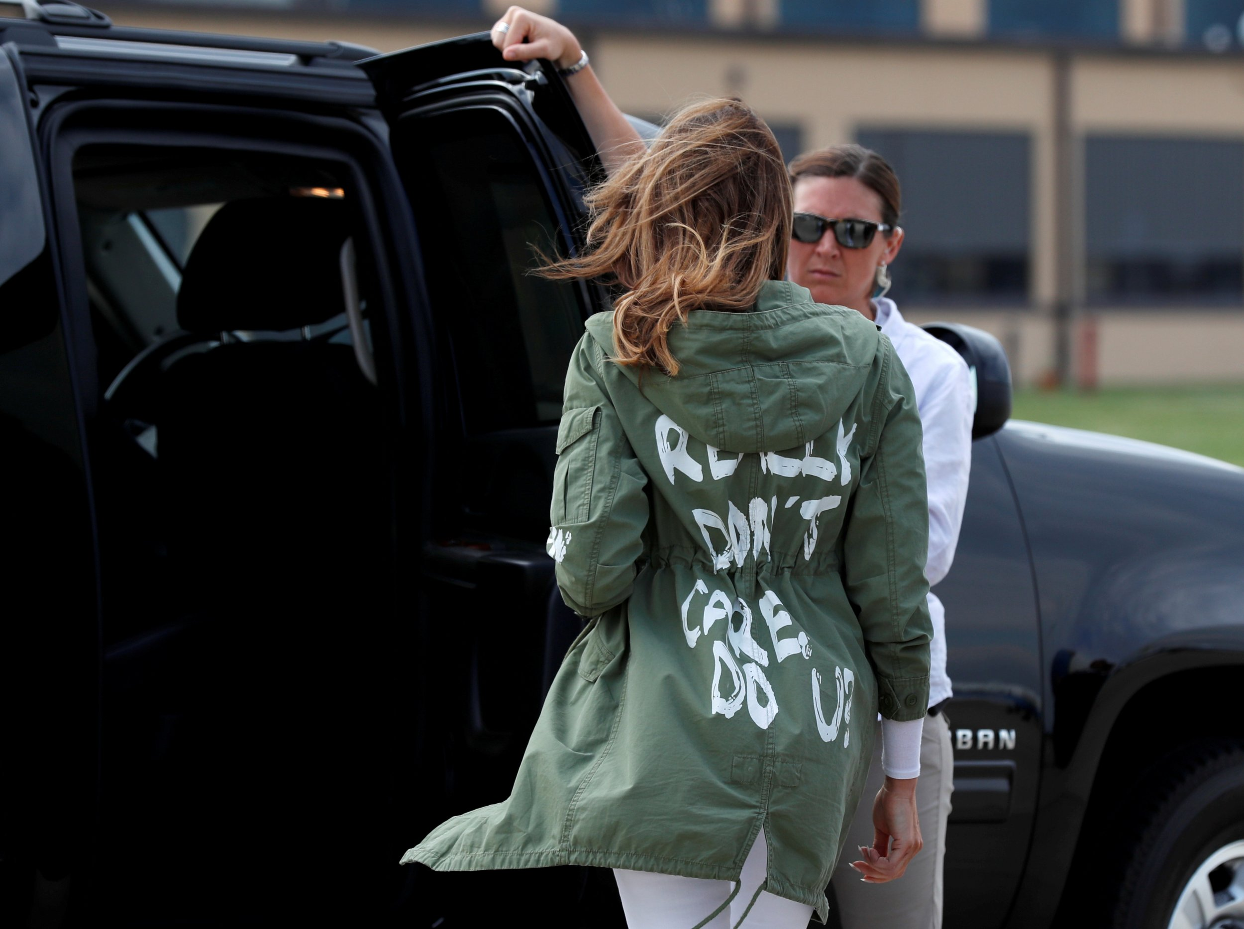 119ab82d5bc97 2018-06-22T055507Z 2069739076 RC135B0D73C0 RTRMADP 3 USA-IMMIGRATION- MELANIATRUMP-JACKET